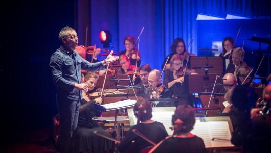 Lördagen den 30 januari tillägnar SVT en hel kväll åt spelmusik. Vi bjuds på en Score-konsert inspelad i Berwaldhallen i september förra året samt en dokumentär om spelmusik.